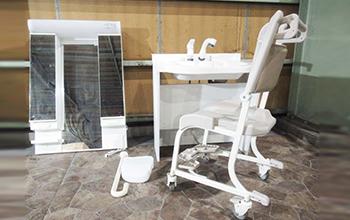 ケアシス洗面化粧台 介護用車イスセットの写真